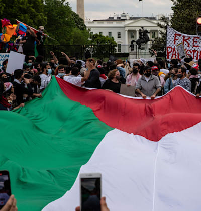 הפגנה של תומכים פרו־פלסטינים בתחילת השבוע מול הבית הלבן / צילום: Reuters, Alejandro Alvarez