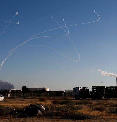 טילי תמיר של כיפת ברזל מעל שמי אשקלון / צילום: Reuters, AMIR COHEN