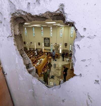 בית כנסת באשקלון שרקטה בצהריים / צילום: Associated Press, Tsafrir Abayov