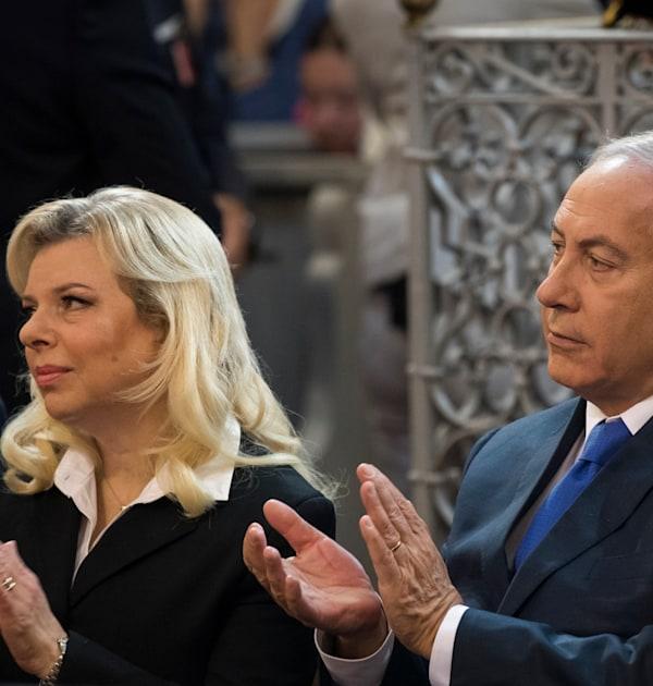 ראש הממשלה היוצא בנימין נתניהו ורעייתו, שרה / צילום: Associated Press, Mindaugas Kulbis