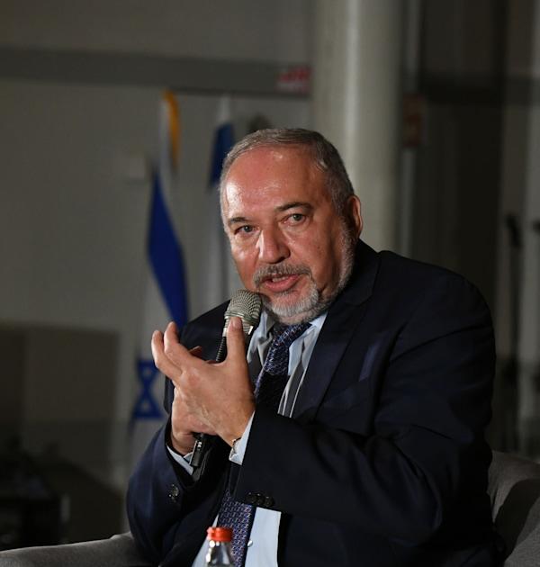 שר האוצר אביגדור ליברמן בריאיון לנעמה סיקולר / צילום: איל יצהר