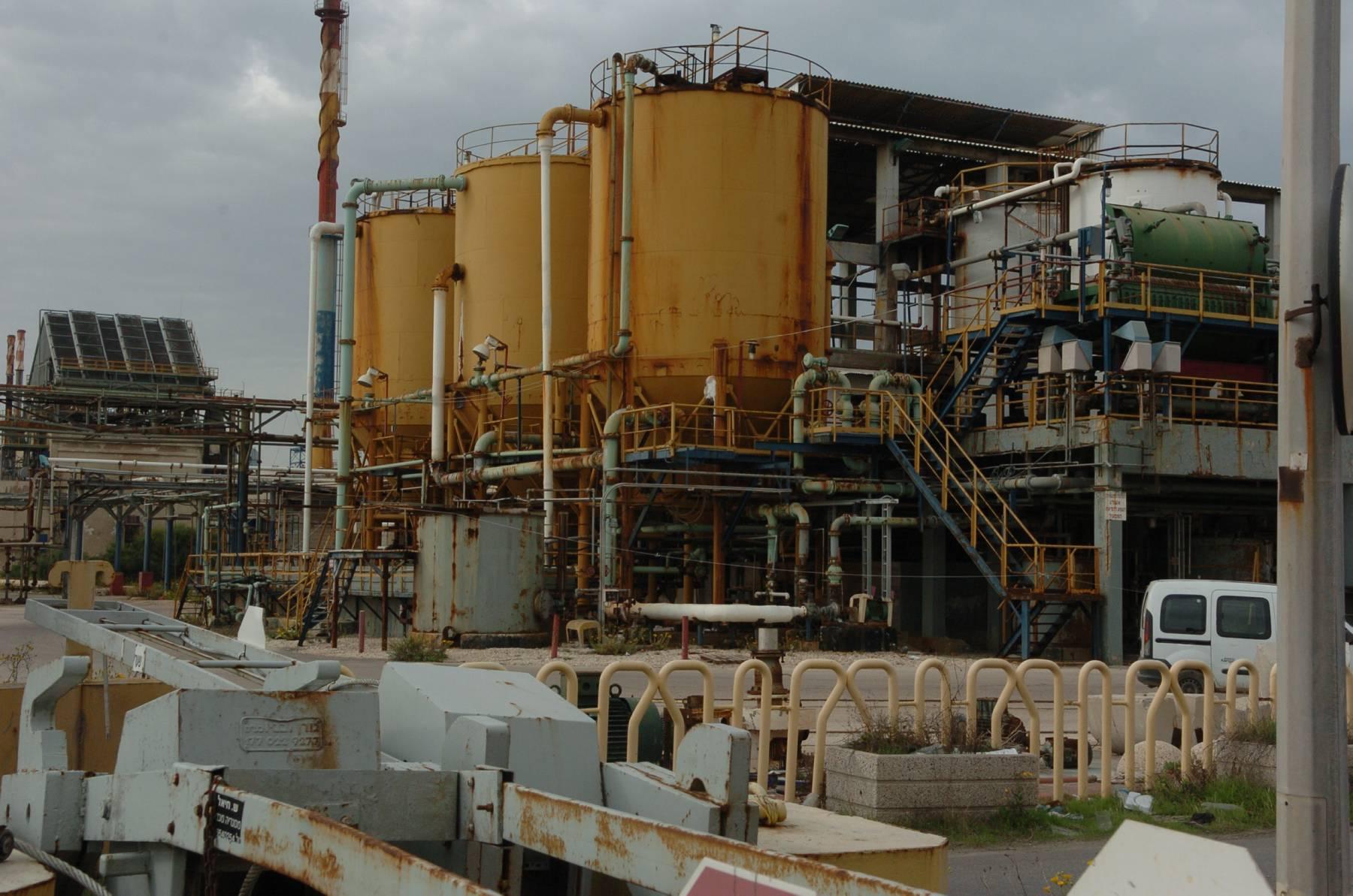 מפעל תעשיות אלקטרוכימיות, עכו / צילום: רובי קסטרו - מעריב