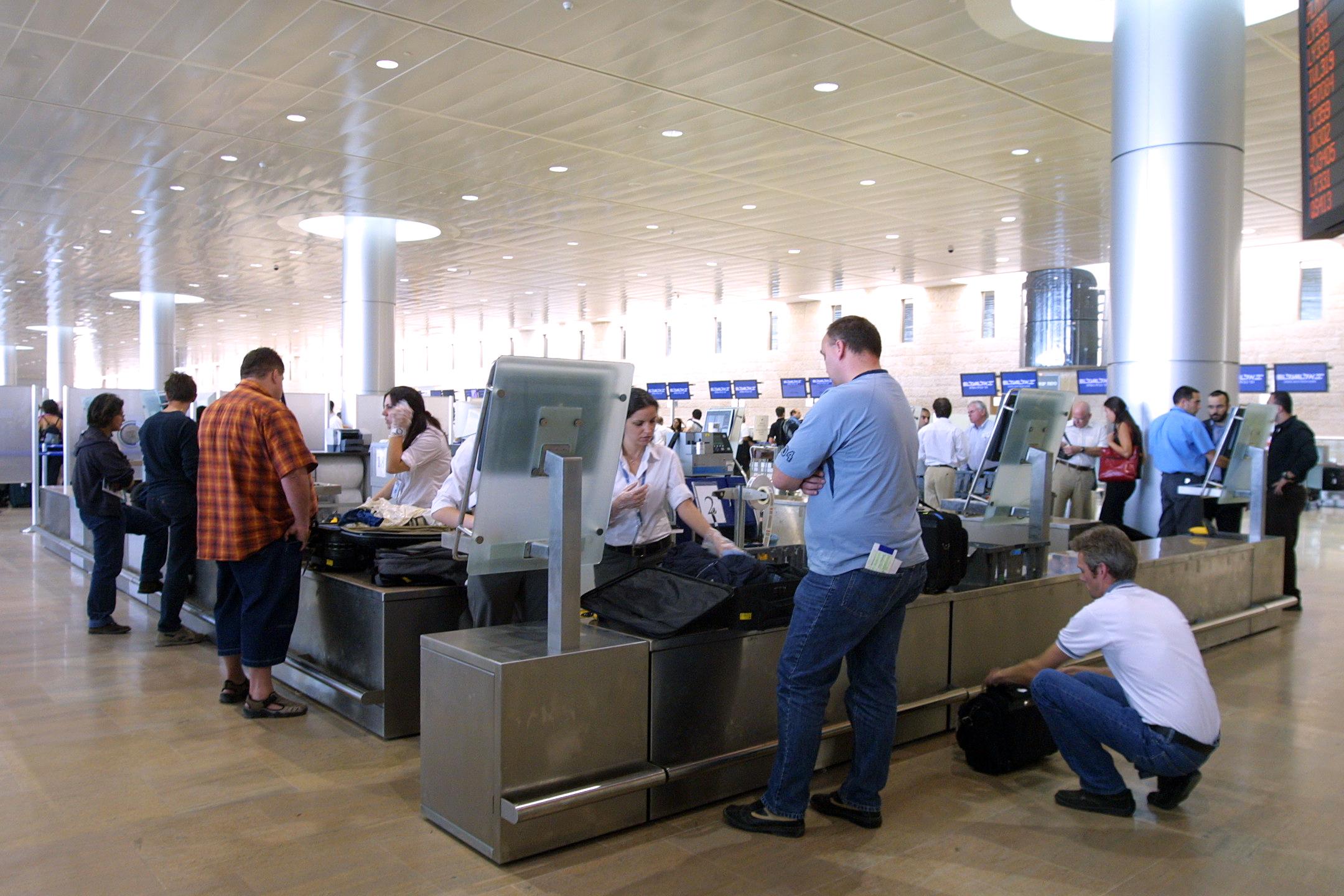 נתב''ג - טרמינל 3 - בידוק ביטחוני ושיקוף מזוודות / צילום: עינת לברון