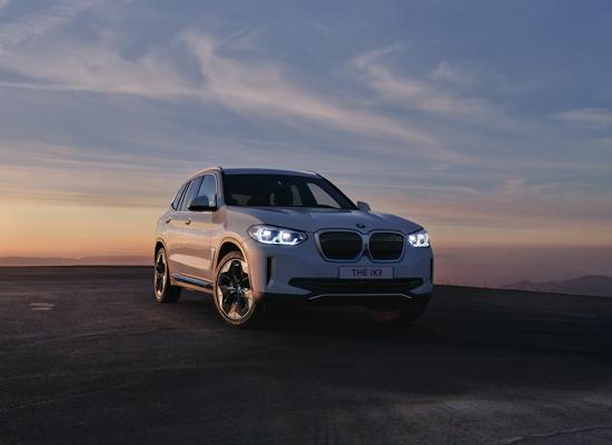 BMW IX3, הקרוסאובר החשמלי הראשון של המותג / צילום: באדיבות BMW
