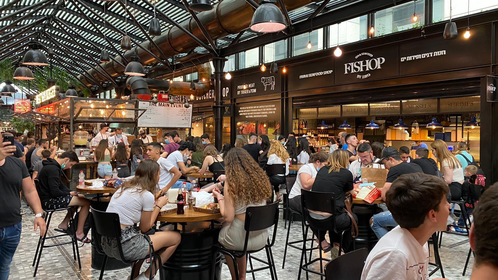 שרונה מרקט בתל אביב - מלא במבקרים / צילום: ביג מרכזי קניות