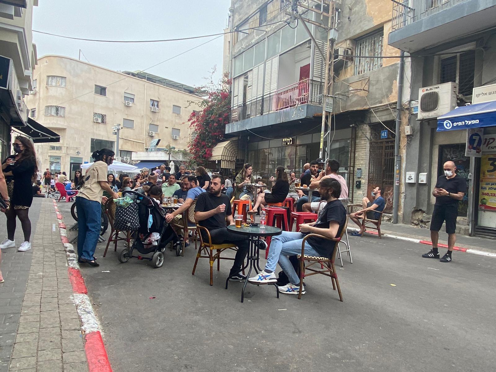שוק לוינסקי בתל אביב מלא מבקרים / צילום: מיכל רז חיימוביץ
