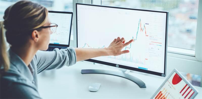 מסחר בשוק ההון, דרוש ידע מוקדם לפני שקופצים למים / צילום: Shutterstock, GaudiLab
