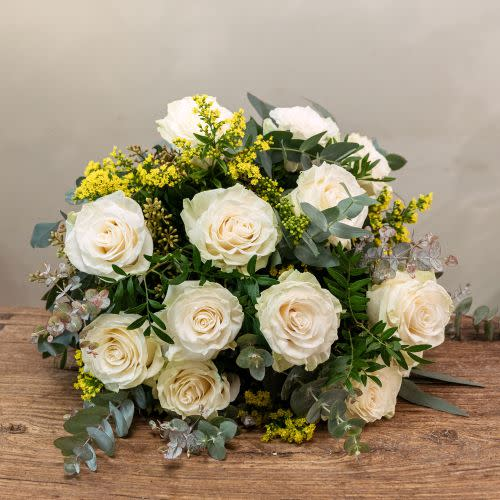 Ramo clásico 9 Rosas blancas