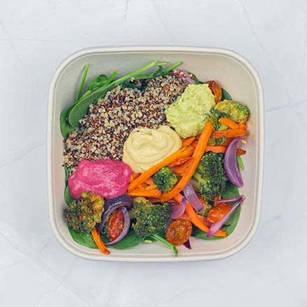 Quinoa c/ Trilogia de Hummus e Legumes Assados