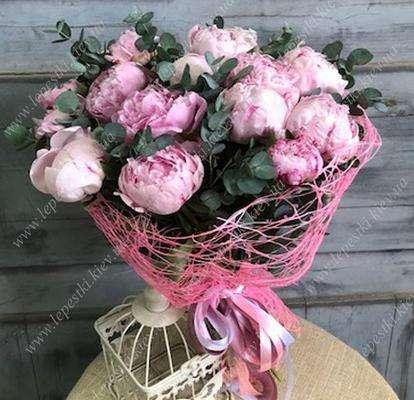 15 рожевих піонів