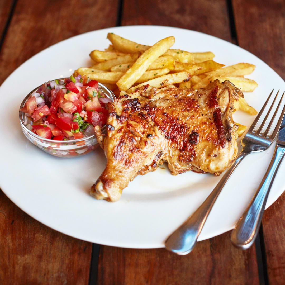 Grilled Chicken Breast With Garden Salad & Chips ♥
