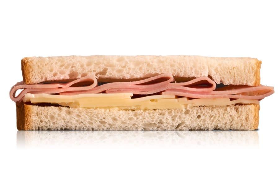 Sándwich Blanco De Jamón Cocido Y Queso