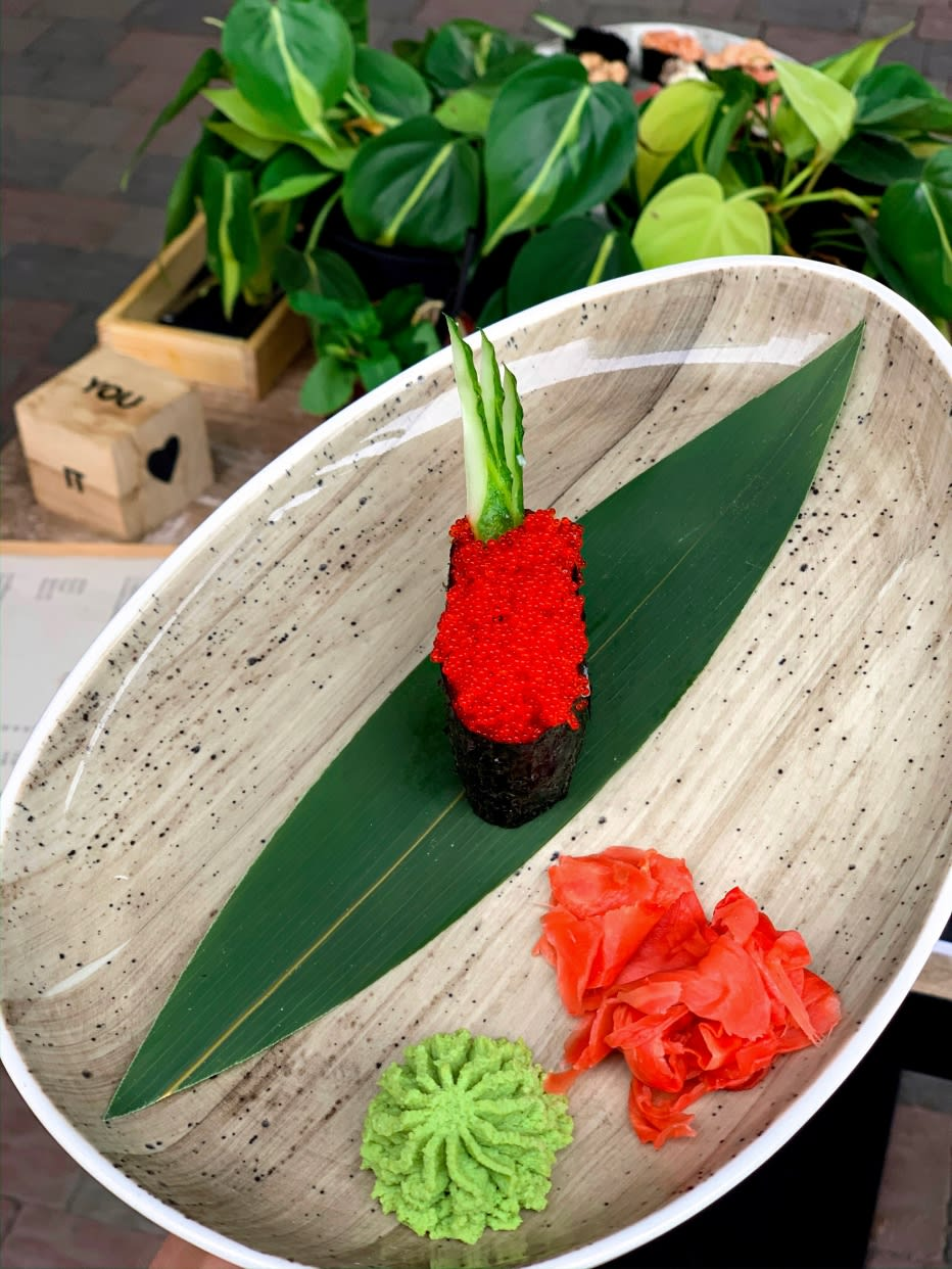 Гункан з червоною ікрою Тобіко (40г)