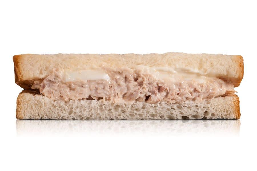 Sándwich Blanco De Atún Y Huevo