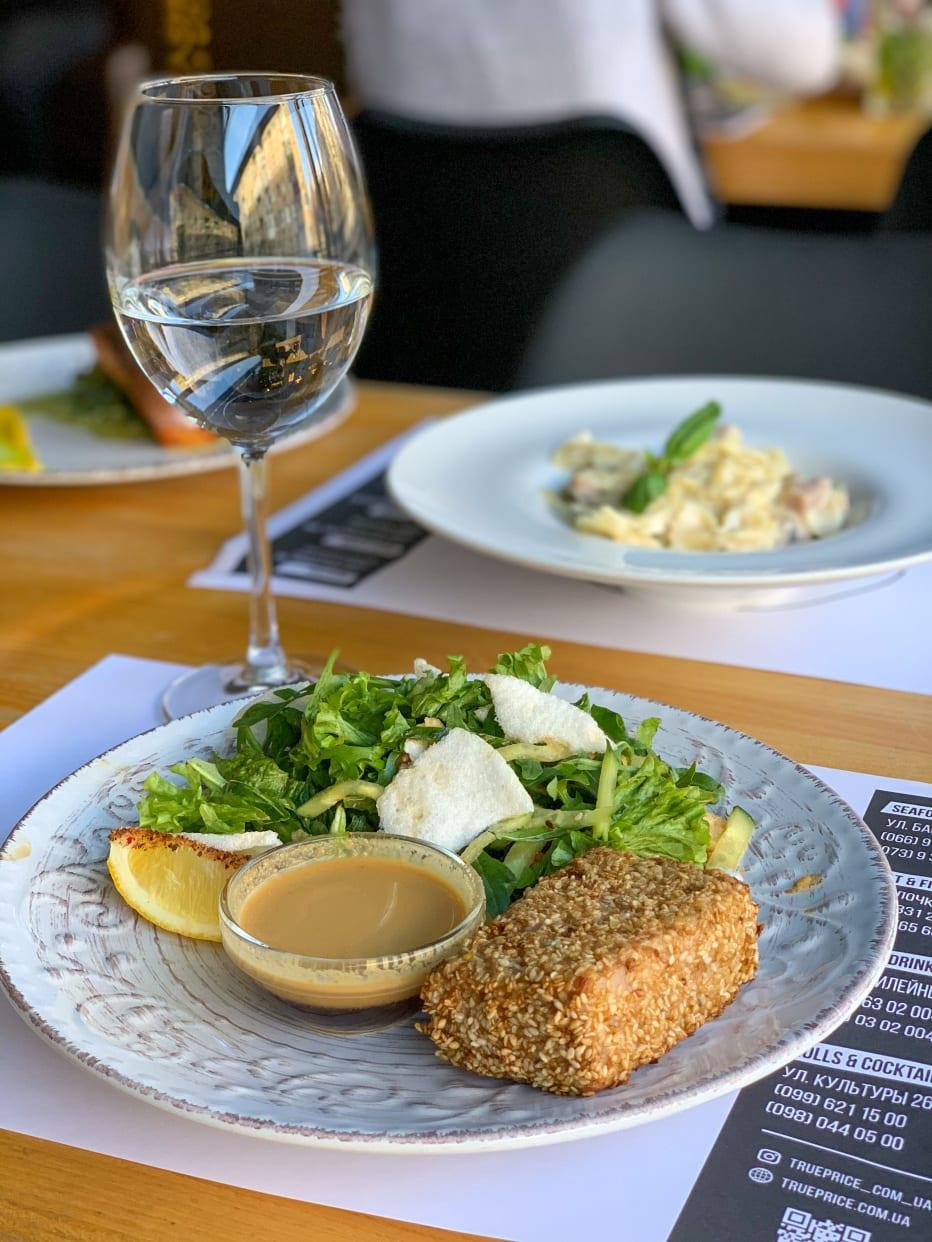 Стейк тунця з тайським салатом (230г)