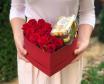 Квіти в коробці з солодощами Солодке Почуття