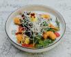Салат с креветками, манго и грейпфрутом