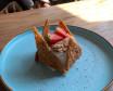 """Пирожное """"Королева"""" песочное тесто, пропитанное малиновым компотэ"""