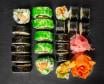 Set nr 1. 21 kawałków sushi i marchewka