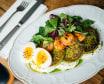 Панкейки з броколі з креветками та м'яким яйцем