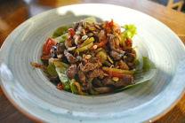 თბილი სალათი ხბოს ხორცით