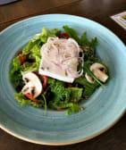 ბერძნული სალათი მზესუმზირით და სურნელოვანი საკმაზით