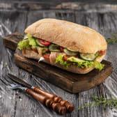 Сендвіч з лососем та авокадо (300г)
