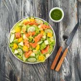 Салат зі слабосоленим лососем (270/50г)