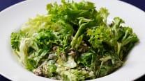 სალათი მწვანე ვაშლით და საქონლის სუკით