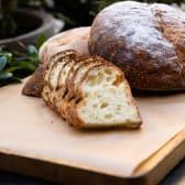 მჟავე საფუარით ქვაზე გამომცხვარი პური