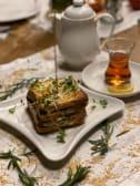 ფრანგული ტოსტი მოცარელათი და მიკრო მწვანილით