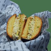 Pan con pollo y palta