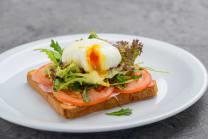 Тост з яйцем пашот та шинкою (215г)