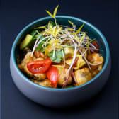 Теплий салат з баклажанами, чилі та устричним соусом
