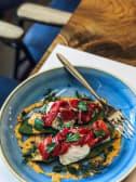 Яйця Бенедикт з гравлаксом з лосося і соусом Айолі (280г)