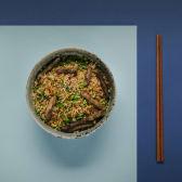 შემწვარი ბრინჯი საქონლის ხორცით