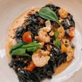 Чорна паста з морепродуктами (330г)