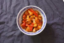 Курка у кисло-солодкому соусі з ананасами і солодким перцем (300г)