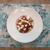 Miješana salata sa sezonskim povrćem i feta sirom