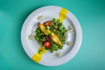 Легкий салат з авокадо-гриль та кіноа (280г)