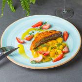 Лосось-гриль з манго і полуницею (320г)