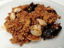 Kvinoja s plodovima mora