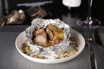 Печена картопля з панчеттою та сирним соусом (200г)