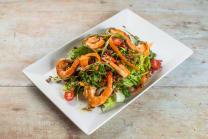 Salata sa crvenom rižom i kozicama