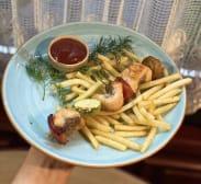 Шашличок з лосося з овочами, вершково-пармезановим соусом (80/20/80г)