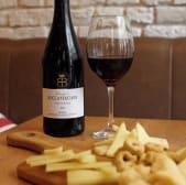 Vino tinto Nero D'Avola con Parmigiano Reggiano y Paquete de taralli