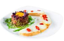 Тартар з телятини та кисло-солодким соусом (220г)