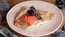 ქათმის სალათით, კვერცხიანი ომლეტით/Chicken salad, omelet