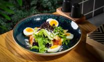 კარამელიზირებული ყველისა და ნიგვზის მწვანე სალათი