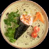 105. Temaki de cangrejo, aguacate, pepino, salsa teriyaki y sésamo